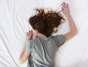 Cum să dormi cinci minute în plus în weekend - mic ghid pentru mămici