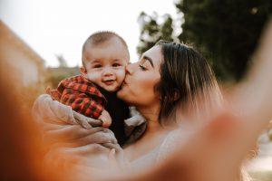 14 lucruri pe care trebuie să le faci pentru ca bebeluşul tău să se simta iubit
