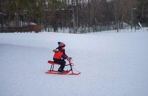 Sfaturi practice: cum îmbrăcăm copilul iarna?