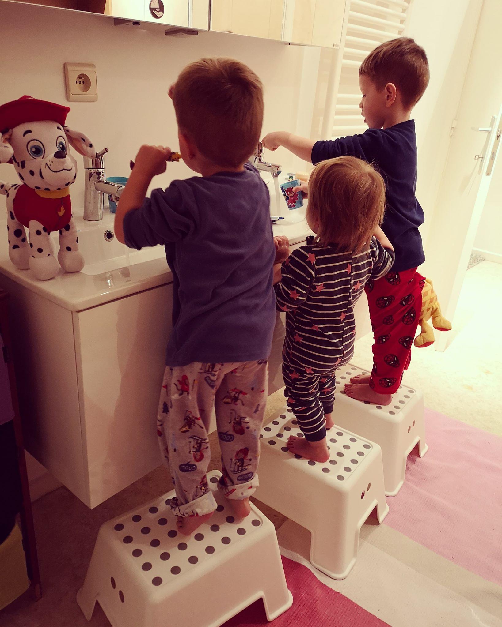 """Larisa: """"-Viaţa cu trei copii? E minunată, îi ador!"""""""