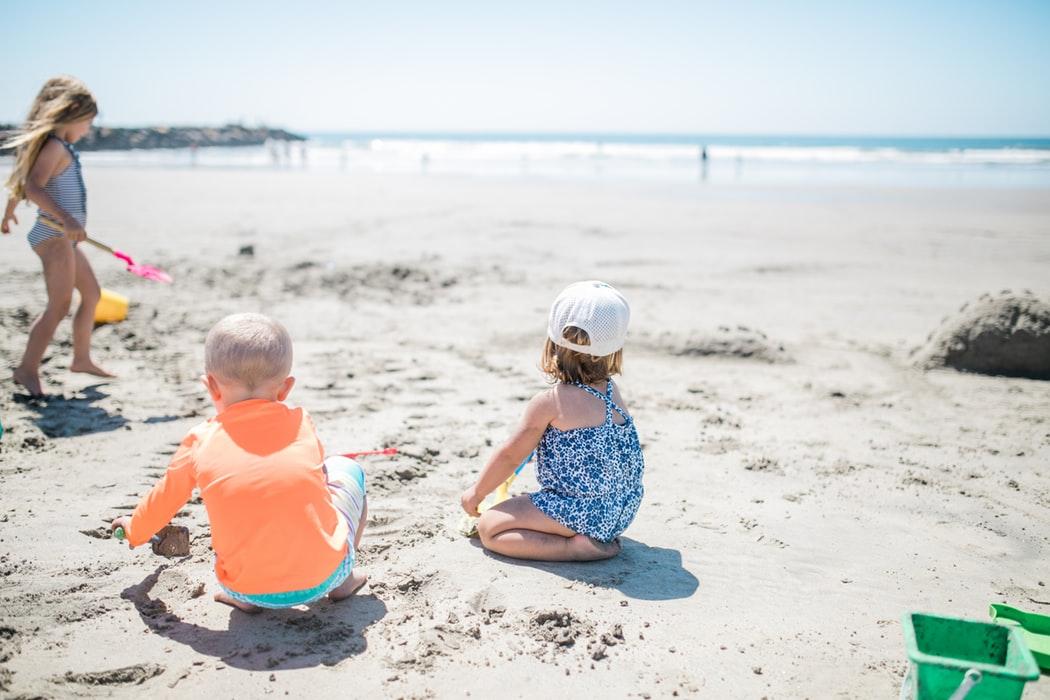 Cum să îţi faci vacanţa cu copilul mai frumoasă