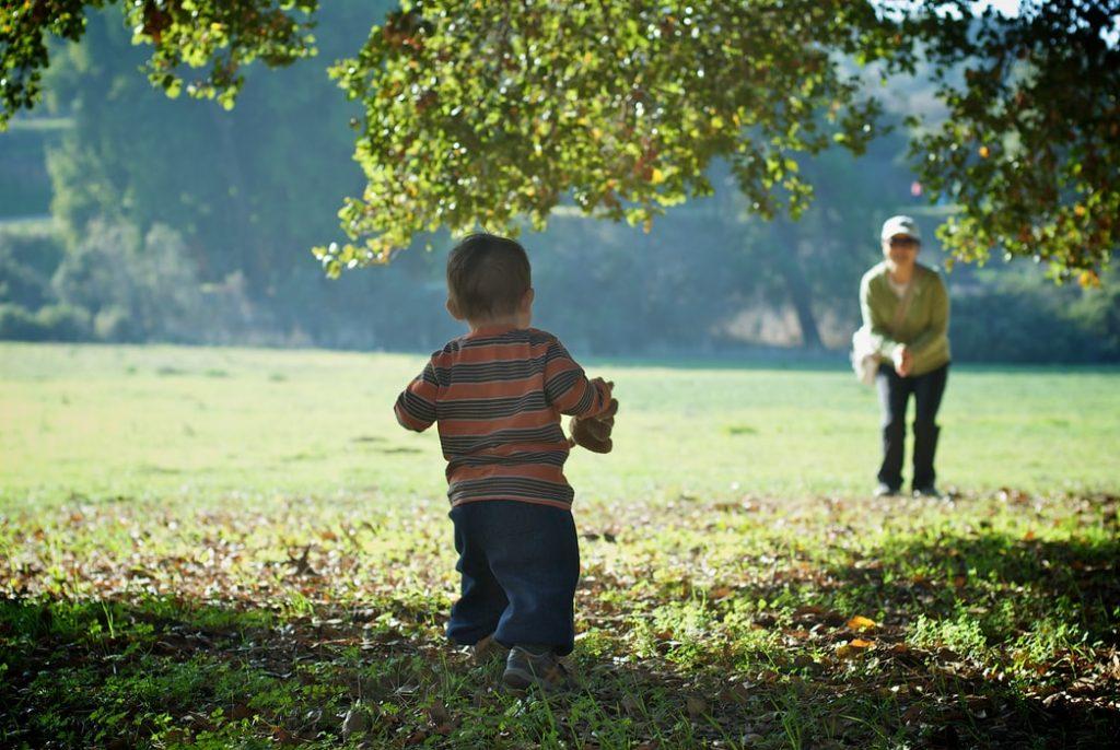 Cum găseşti bona potrivită - mic ghid de întrebări şi sfaturi