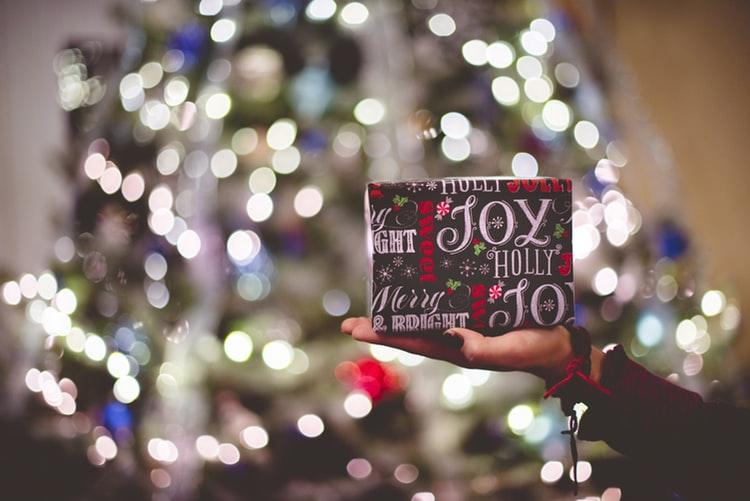 12 motive pentru care Crăciunul cu copii este absolut îngrozitor