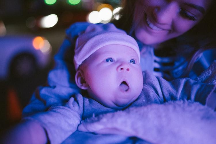 Primul Crăciun al bebeluşului: sfaturi practice pentru mămici