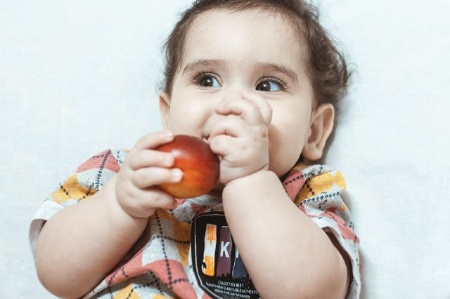 Top 10 fructe și legume pe care trebuie să le oferi bebelușului