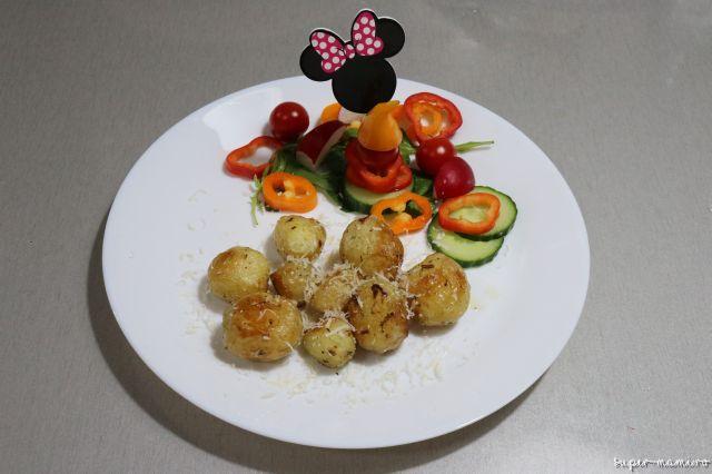 Cartofi noi la cuptor - o cină ușoară, de sezon